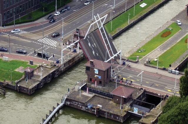 Zvedání mostu, Amsterdam, Holandsko