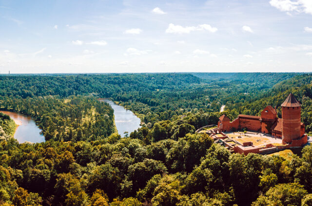 Hrad Turaida, řeka Gauja, Lotyšsko