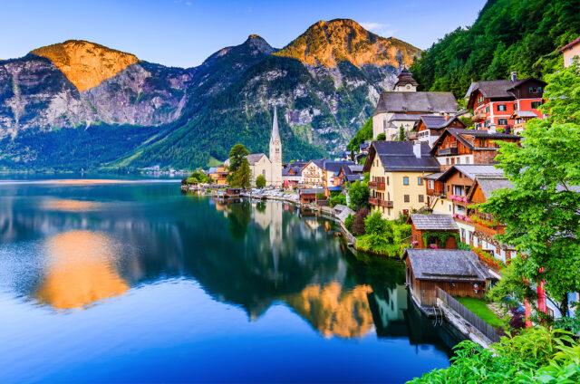 Malebný horský Hallstatt, Rakousko