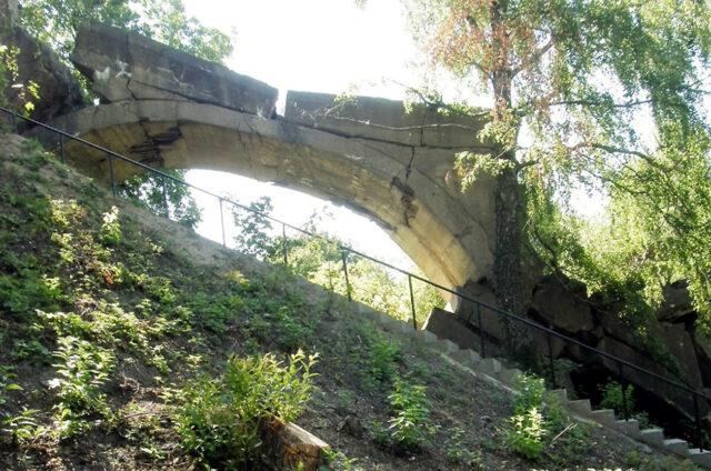 Zničený most, Kruklanki, Polsko