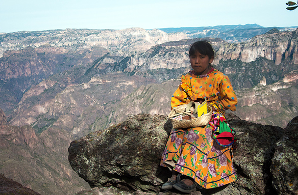 Dívka z kmene Tarahumara, Copper Canyon, Creel, Mexiko