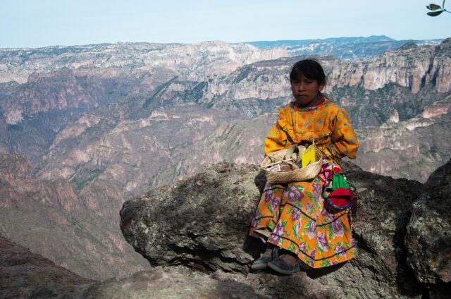 Dívka z kmene Tarahumara, Copper Canyon, Creel, Mexiko