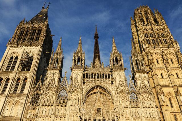 Gotická katedrála Notre Dam v Rouen