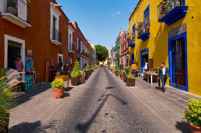 Historické barevné ulice, Puebla City, Mexiko