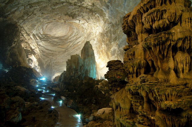 Jeden z největších jeskynních systémů Grutas de Cacahuamilpa, Mexiko