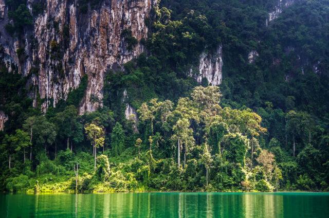Jezero Cheow Larn, Khao Sok, Thajsko