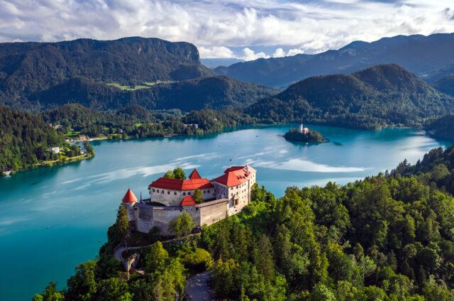 Kostelík na ostrůvku v jezeře Bled