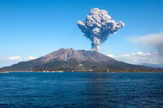 Kouřící sopka Sakuradžima, Japonsko
