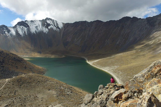 Kráter sopky, N.P. Nevado de Toluca, Mexiko