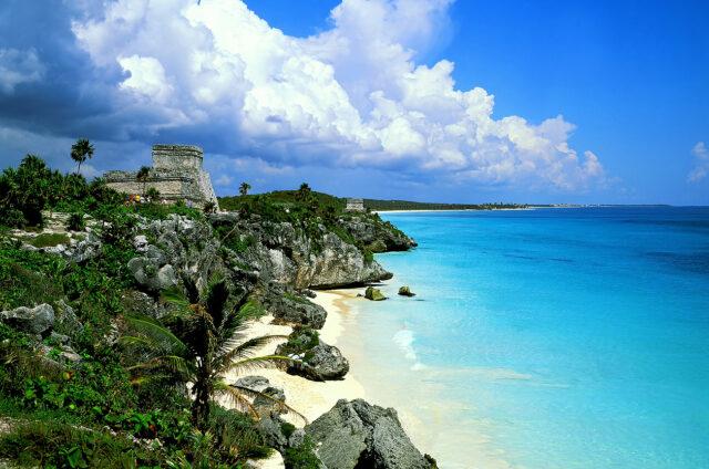 Ohromující mayské ruiny s výhledem na pláž, Tulúm, Mexiko