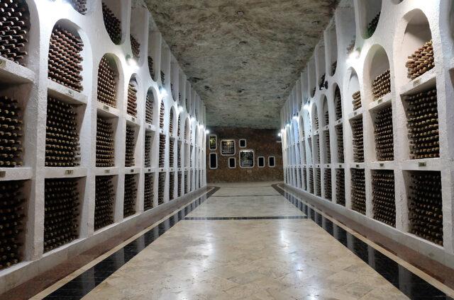 Podzemní sklepy s vínem, vinařství Cricova, Moldávie
