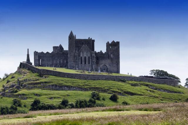 Středověká skalní pevnost v Cashelu