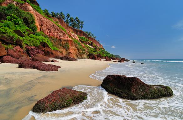 Pláž Varkala pod vysokým útesem, Jižní Indie