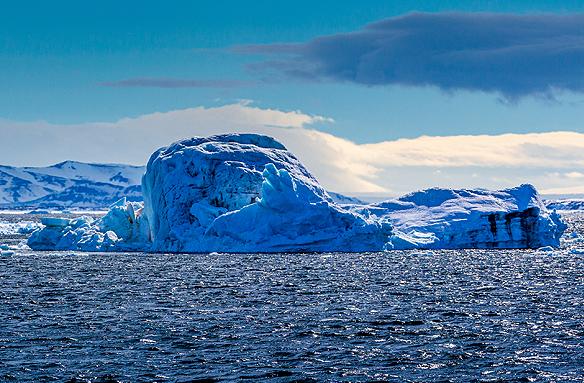 Jeden z mnoha ledovců, Špicberky