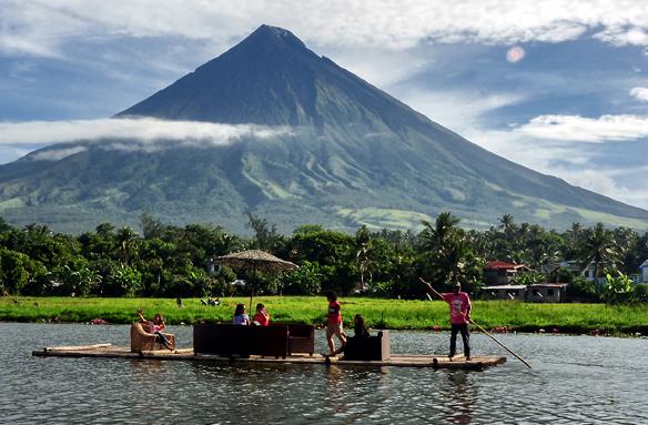 Sopka Mayon od jezera Sumlang, Filipíny