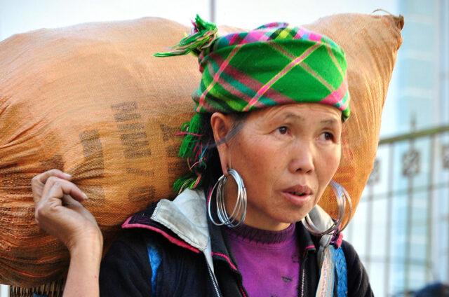 Žena kmene Hmong, Sapa, Vietnam