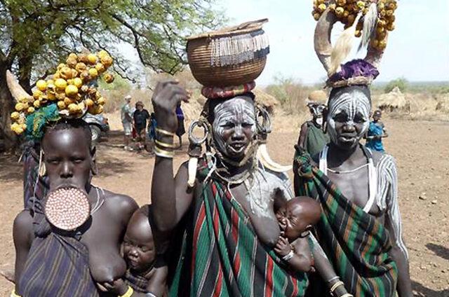 Ženy kmene Mursi, Etiopie