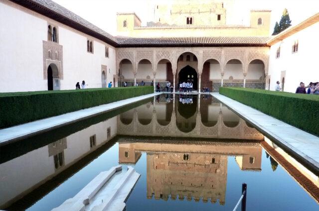 Alhambra, Patio de los Arrayanes, Granada, Španělsko
