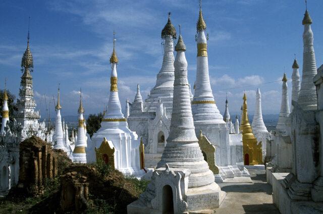Bílé stůpy, Mandalay, Barma