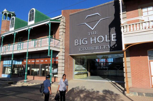 Big Hole, povrchový důl na diamanty, Kimberley, JAR