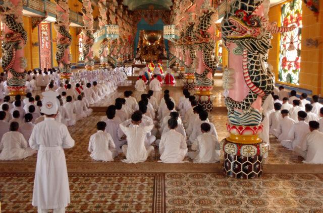 Bizarní klášter Tay Ninh, Vietnam