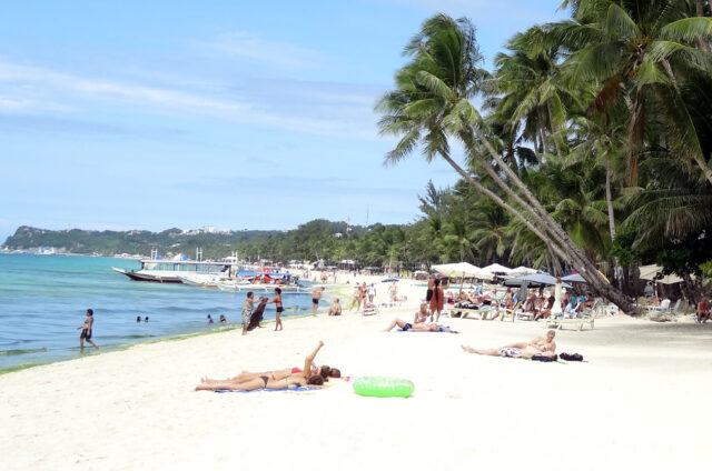Boracay, Bílá pláž dlouhá 5 km, Filipíny