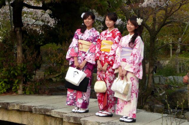 Dívky na slavnostech hanami, Japonsko