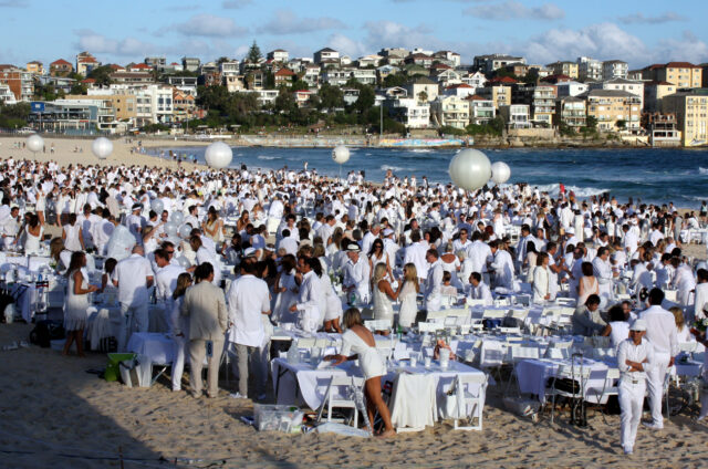 Dîner en Blanc na Bondi Beach, Sydney, Austrálie