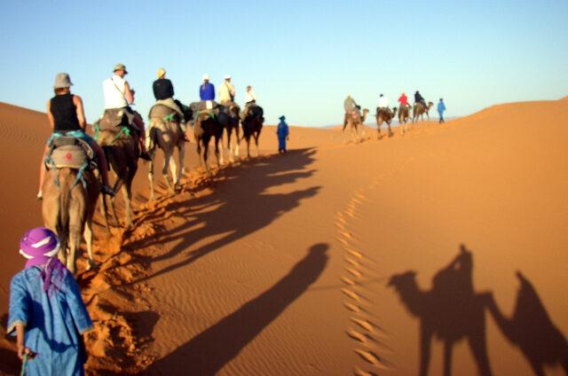 K písečným dunám Erg Chebbi, Maroko
