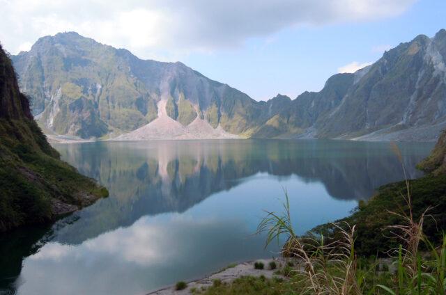 Kráterové jezero Bundok Pinatubo, Luzon, Filipíny