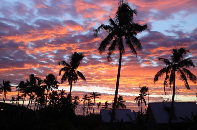 Liku´alofa, západ slunce nad Pláží lásky, Tonga