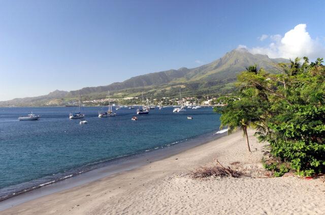 Mont Pelée a pláž, Martinik