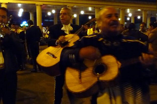 Noční koncert mariachi, Mexico City, Mexiko