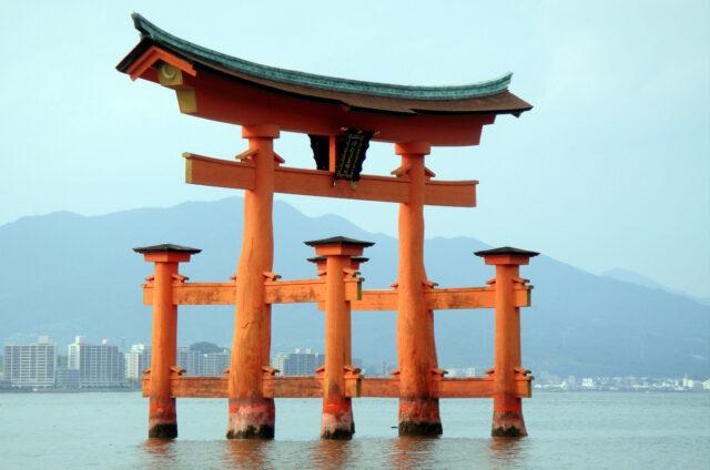 O-torii u ostrova Mijadžima, Japonsko