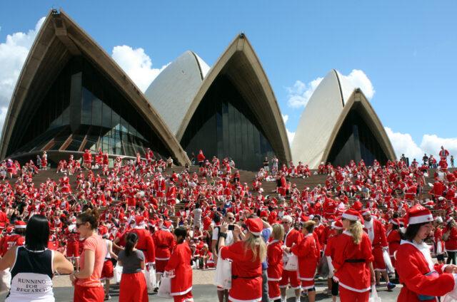 Opera, běh Santa Clausů, Sydney, NSW, Austrálie