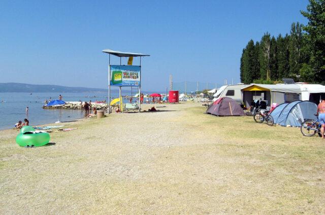Pláž v Omiši, Chorvatsko