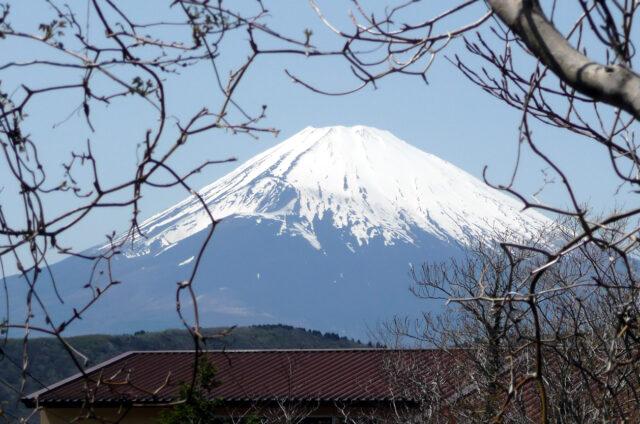 Pohled na zasněženou jarní Fudži, Japonsko