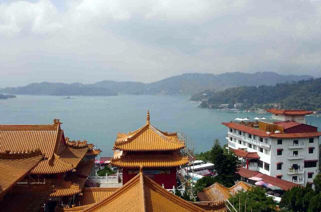 Pohled z Wenwu Temple na Sun Moon Lake, Tchaj-wan