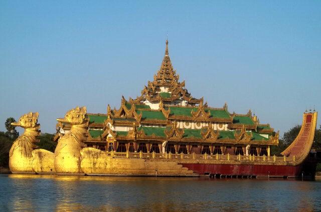 Replika královské lodě, Yangon, Barma