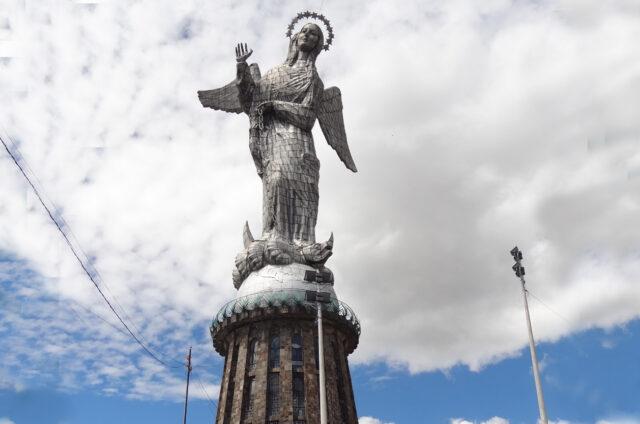 Socha Anděla, Quito, Ekvádor