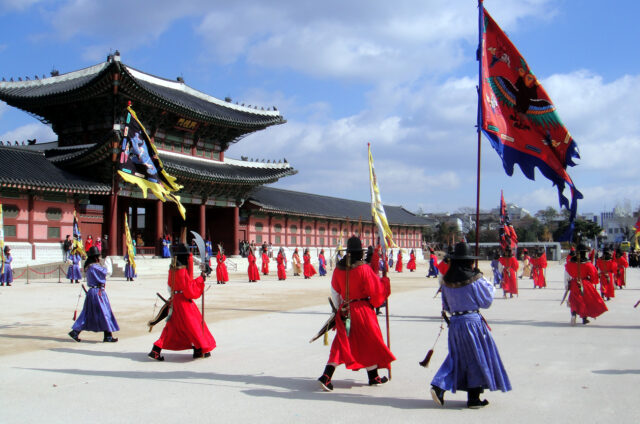 Stráž u paláce Gyeongbokgung, Soul, Korea