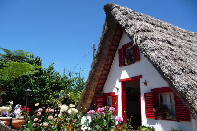Tradiční domky s rákosovou střechou, Santana, Madeira