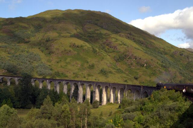 Vlakem Harryho Pottera, Glenfinnanský viadukt, Skotsko