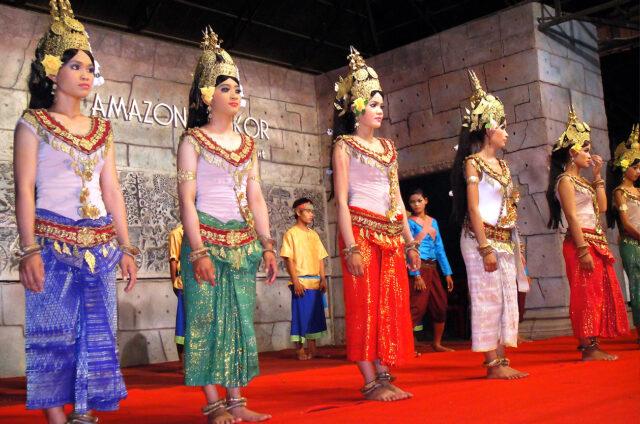 Vystoupení tanečnic Apsar, Kambodža