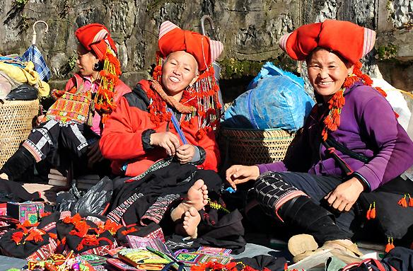 Ženy horského kmene Red Dzao, Vietnam