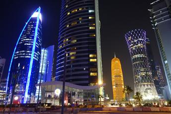 Večer v moderním centru Dauhá
