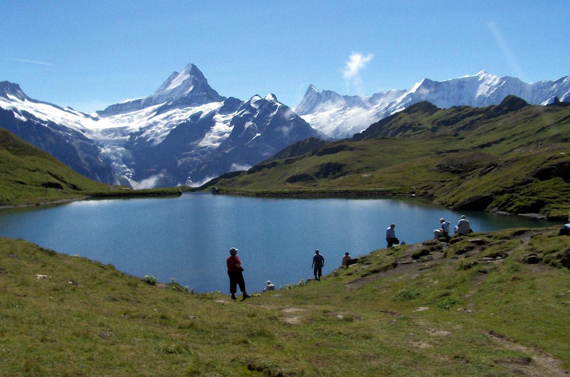 Odpočinek u jezera Bachalpsee, Švýcarsko